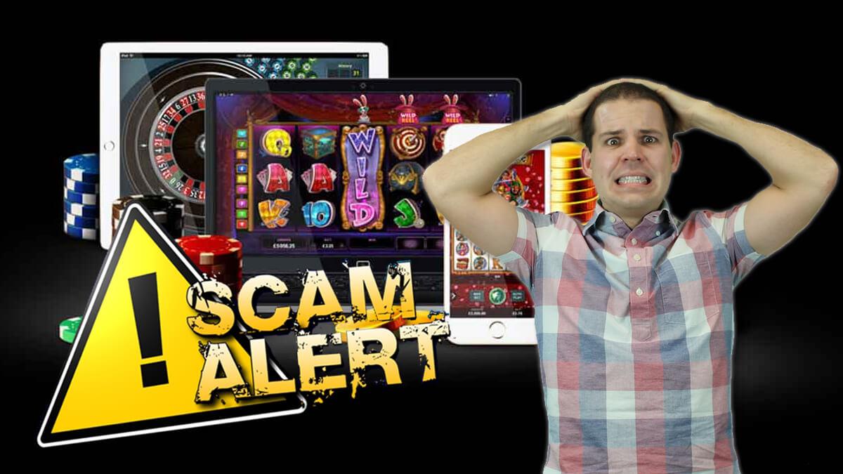 Online-Casino - Casino-Chips - Tablets und Smartphones - Betrugswarnung - Typ, der nervös aussieht